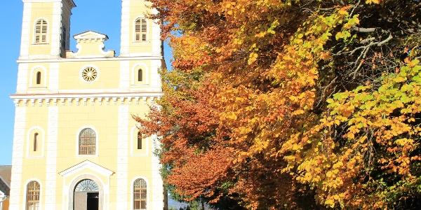 Breiteggerkirche im Herbst (c) Steininger