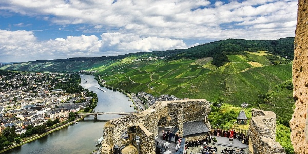 Landshut Castle high above the Moselle with a view of Bernkastel-Kues