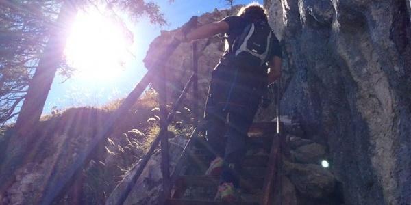 Aufstieg zum Gipfel mit Leiter