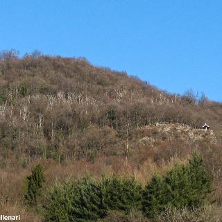 M. Scerrè visto da Bedero Valcuvia (visibile a destra la Cap.la della Madonna degli Alpini)