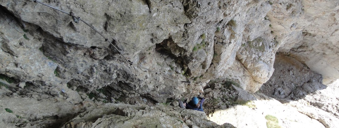 Kurze Leiter aus der Höhle raus