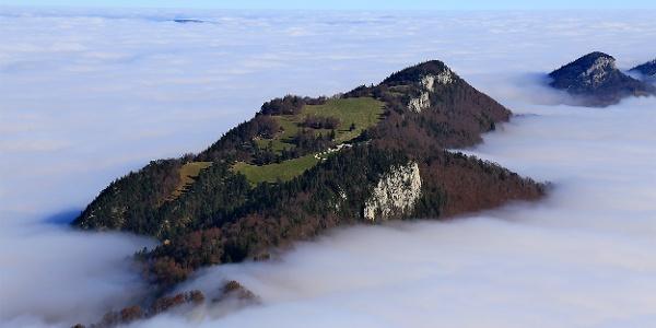 Die Chamben, östlich Balmberg, im Nebelmeer.