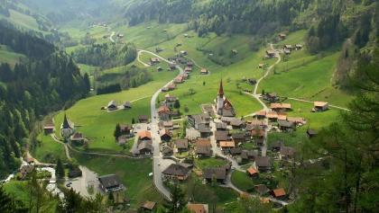 Blick auf Jaun und ins Tal.