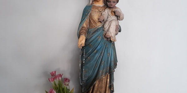 Jungfru Marias staty i kapellet i S:t Pauli katolska kyrka, Helgonleden