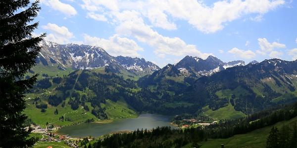 Blick auf Kaiseregg und Euschelspass (Bildmitte).