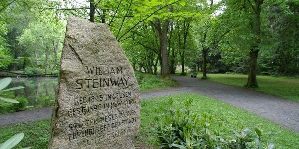 Steinway Gedenkstein