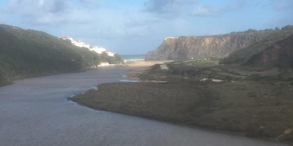 Approach to Odeceixe beach.
