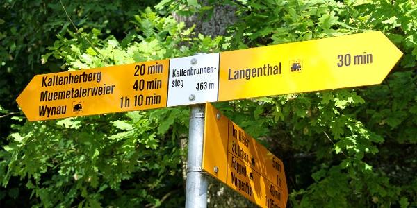 Wegweiser beim Kaltenbrunnensteg.