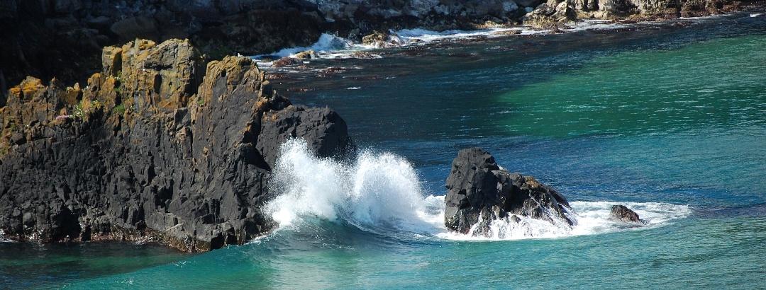 Felsformationen an der Küste Nordirlands