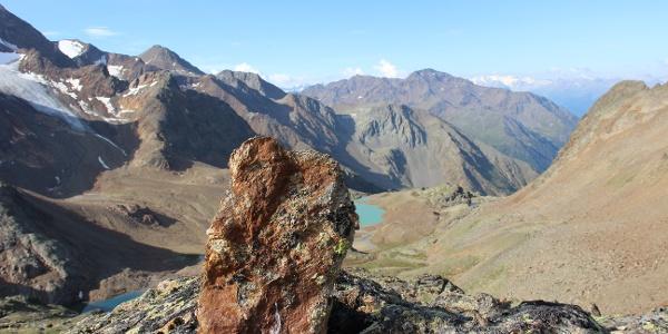 Blick über die Saldurseen talauswärts, hinten erblickt man die Schweizer Berge