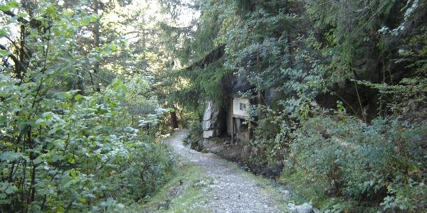 Wanderweg entlang der Suone, oder auch Bisse genannt (historischer Bewässerungskanal)