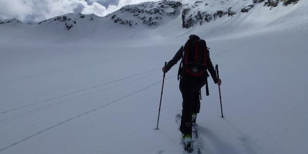 Wir nähern uns problemlos der Granatenscharte an, welche den Beginn des Nordostgrates hinauf zur Essener Spitze 3200m markiert.