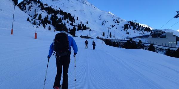 Aufstieg im Skigebiet im Bereich der Hohe Mut Bahn