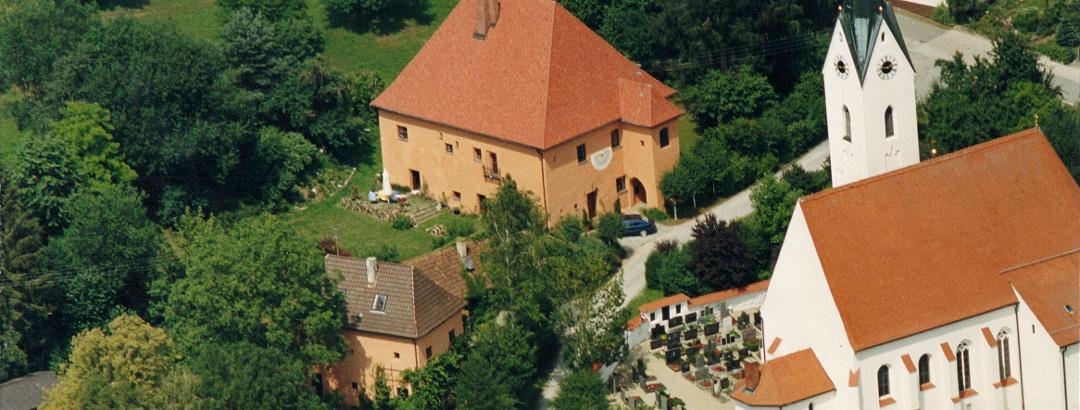 Luftaufnahme  Schloss Peterskirchen