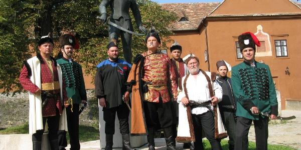 Horvát várvédőnek öltözött hagyományőrzők a Jurisics-várban