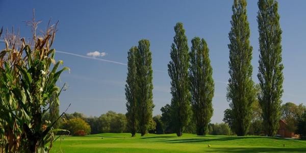 Blick auf den 27-Loch-Golfplatz