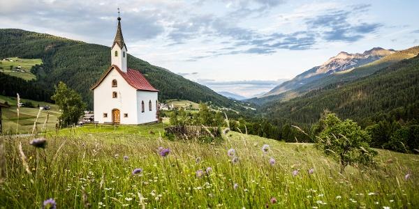 Die Anna Kapelle in Obergail entlang des Bort- und Morendenweges