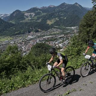 Mountainbiken mit Blick auf Bludenz