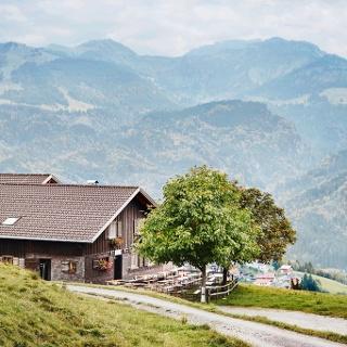 Alpe Schwende mit First im Hintergrund