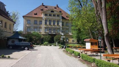 Biergarten und Ikonenmuseum im Schloss Autenried
