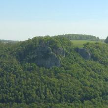 Die gegenüber liegende Ruine Reußenstein