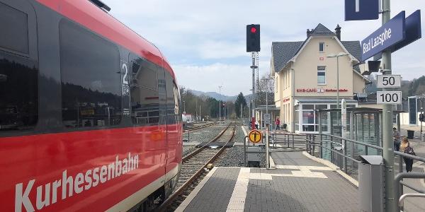 Der Bahnhof Bad Laasphe mit direktem Zugang zum Busbahnhof.