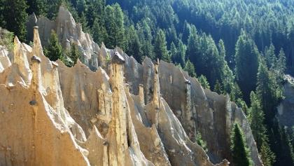 Die Erdpyramiden bei Oberwielenbach, einem Ortsteil von Percha (Südtirol), auch Erdpyramiden von Platten genannt.