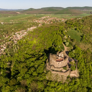 The castle of Hollókő with the village below.