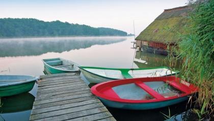 Morgendliche Idylle lockt hinaus in die Natur in der Mecklenburgischen Seenplatte.