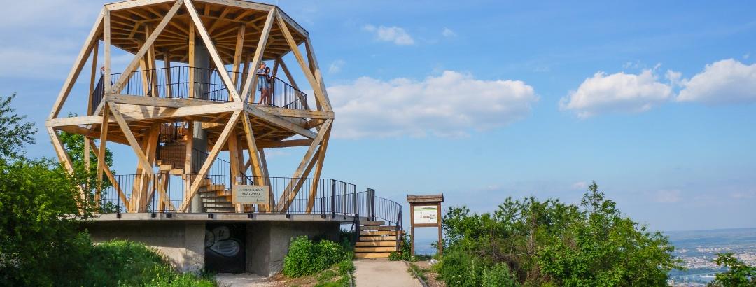 Auf den Rest einer Flakbatterie wurde der Guckler-Aussichtsturm gebaut