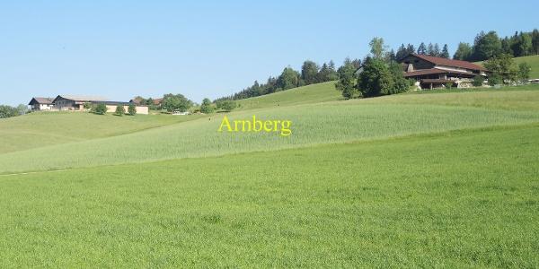 In der Ortschaft Biber mit Blick Richtung Arnberg
