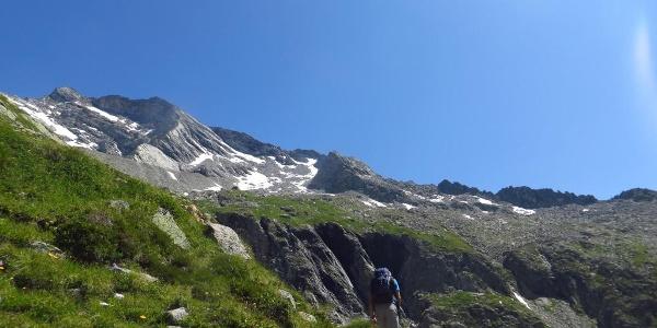 Landhuter Höhenweg unterhalb der Hohen Wand
