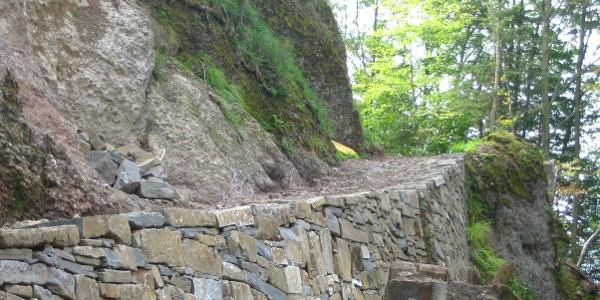 Historische Trockensteinmauer auf dem Frutteggweg