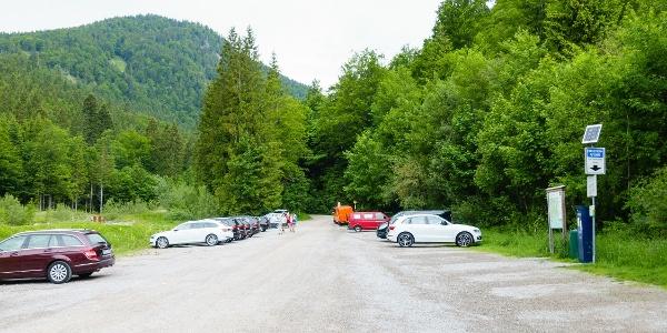 großer, gebührenpflichtiger Parkplatz Klamm/Winterstube