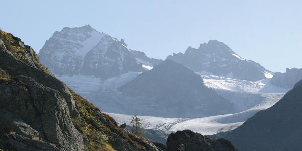 Blick vom Rußkopf auf Dreiländerspitze und Vordere Jamspitze