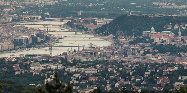 Budínsky hrad a mosty hlavného mesta z rozhľadne