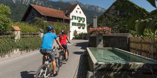 E-Bike Tour durch die Bündner Herrschaft bis in die Region Fünf Dörfer