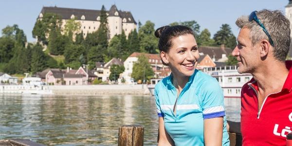 Donauradweg Grein - im Hintergrund Schloss Greinburg