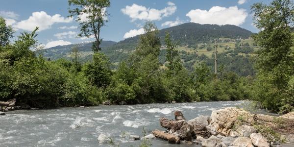 Glenner Fluss Aussicht vom Wanderweg