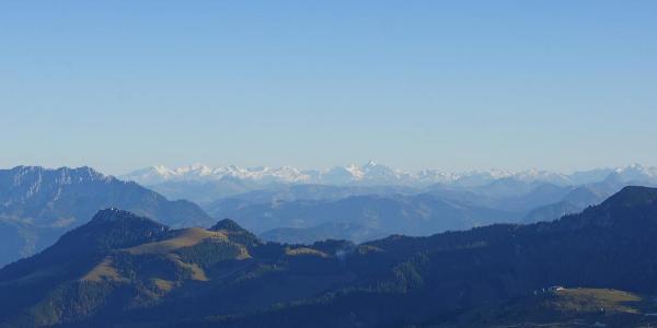 Der Alpenhauptkamm bekommt noch viel Abendsonne ab