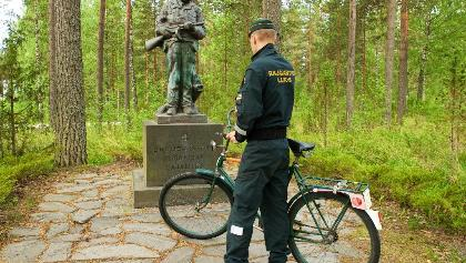 Border guard and statue