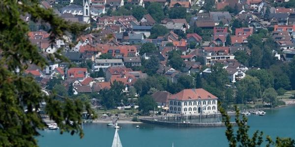 Blick auf Ludwigshafen mit altem Zollhaus