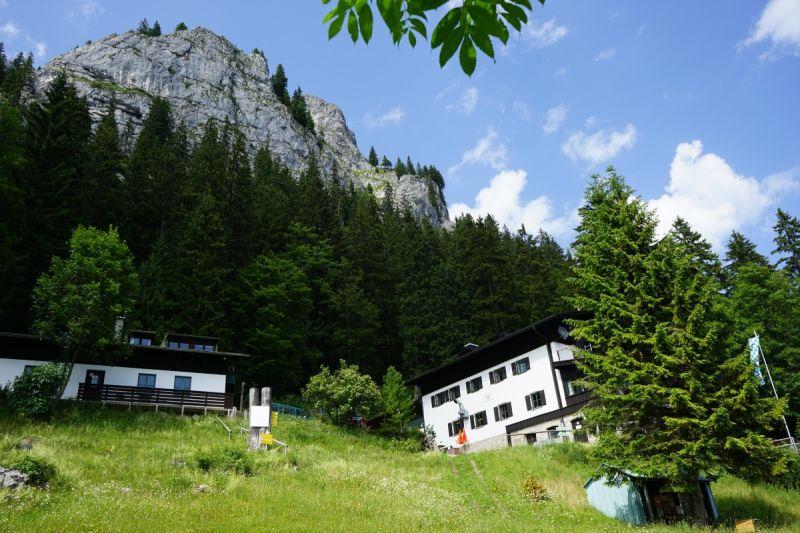 Brünnsteinhaus mit Brünnsteingipfel - © Chiemsee-Alpenland Tourismus