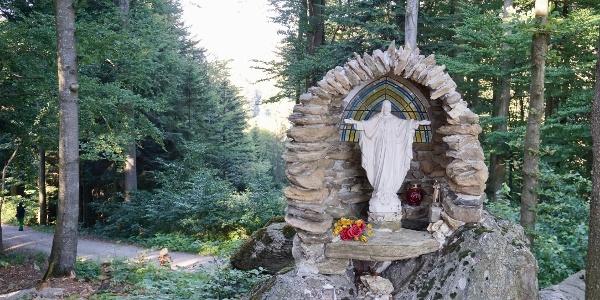 Grotte bei der Kapelle