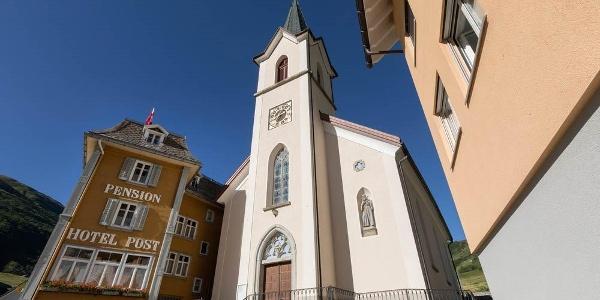 Zentrum Realp mit Kirche und Pension