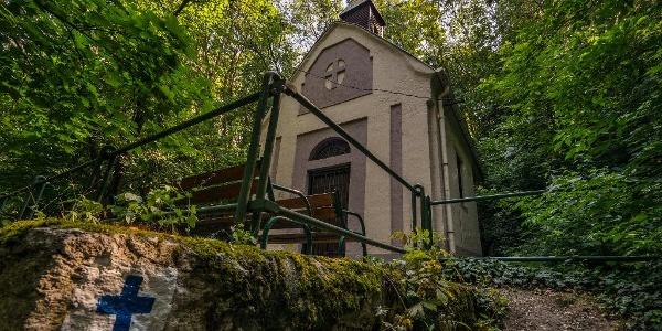 Kápolna a parkban