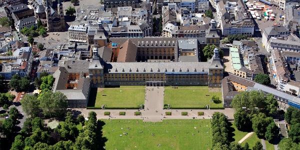 Universität Hauptgebäude