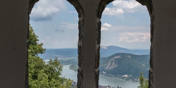 Panoráma a Julianus-kilátó középső szintjéről