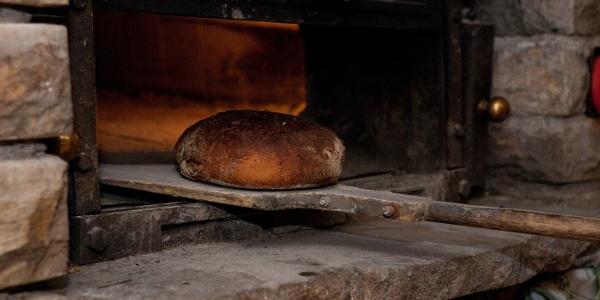 Frisches Brot aus dem Backes