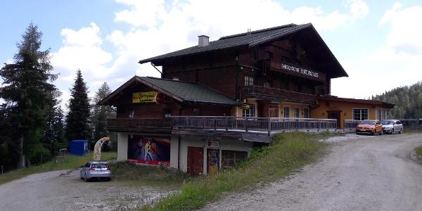Bottinghaus 1649m mit Parkplätzen